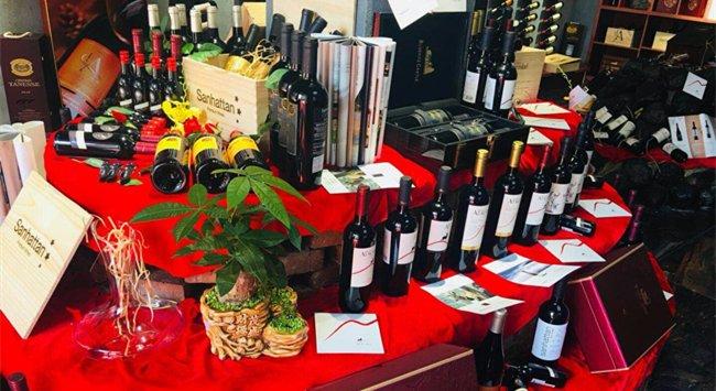 想开一家<a href='http://www.yosoho.cn/' target='_blank'><u>红酒加盟</u></a>店需要多少钱